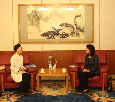 中国大使館の友好交流部参事官に就任された 江婉大使夫人と会見/日本道観の道教交流